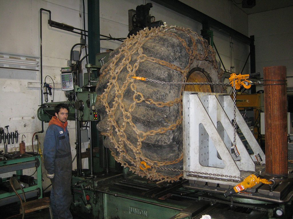 Replacing skidder wheel centers