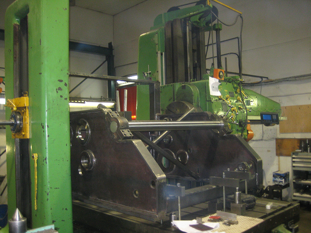 lineboring tugboat towing winch on boring mill